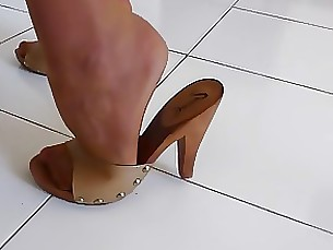 high-heels fetish milf housewife